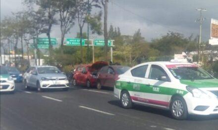 Accidente de tránsito sobre la carretera Xalapa-Veracruz, a la altura de Las Trancas