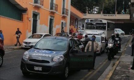 Choque sobre la calle Úrsulo Galván en Xalapa