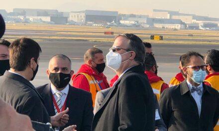UltimaHora   Aterriza en el Aeropuerto Internacional de la Ciudad de México el primer lote de vacunas contra COVID-19 de Pfizer.
