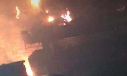 Durante los primeros minutos de este viernes, se incendió un negocio en Coatepec