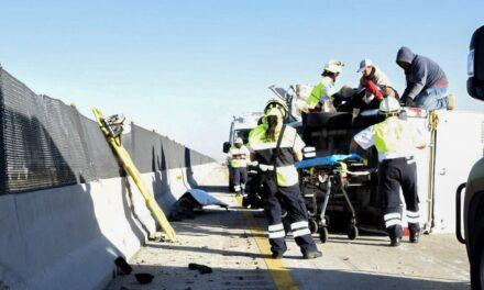 Aparatoso accidente en la Autopista Puebla-Orizaba, hay al menos una persona muerta.