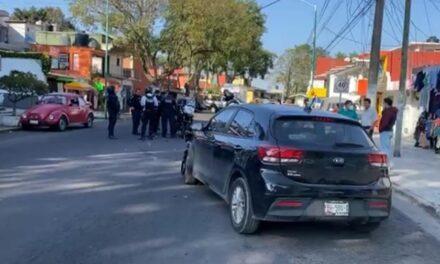 Accidente sobre la avenida Miguel Alemán, un motociclista de la Policía lesionado.