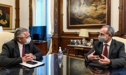 Los gobiernos de México y Argentina trabajan en la producción de una vacuna contra la Covid-19.