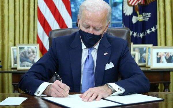¡Adiós, muro fronterizo! Joe Biden firma los primeros decretos presidenciales