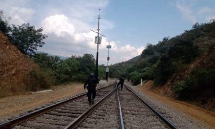 Policías del IPAX se enfrentan a balazos con presuntos delincuentes que dañaron las vías del tren en Acultzingo, Veracruz