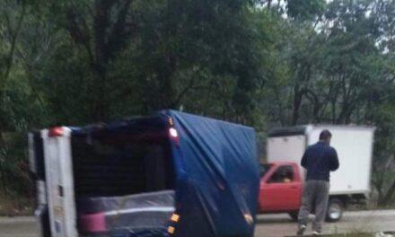 Volcadura en la carretera Xalapa-Coatepec, Río Sordo