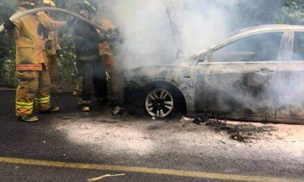 Se incendia vehículo en la carretera Tuzamapan- Jalcomulco