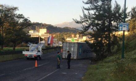 Vuelca tráiler en el bulevar Xalapa – Banderilla
