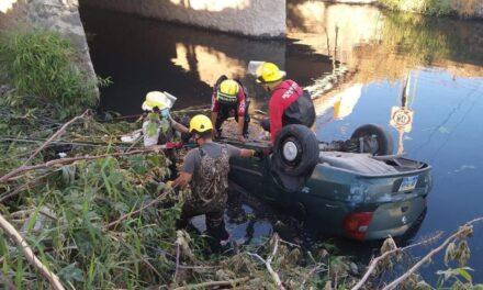 Hombre falleció tras volcar y caer a un canal de aguas negras en Jalisco