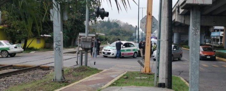 Accidente de tránsito sobre la avenida Rébsamen, a la altura de la vía en Xalapa