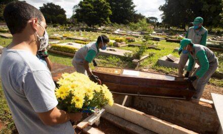 Muertes por COVID-19 alcanzan los dos millones en todo el mundo