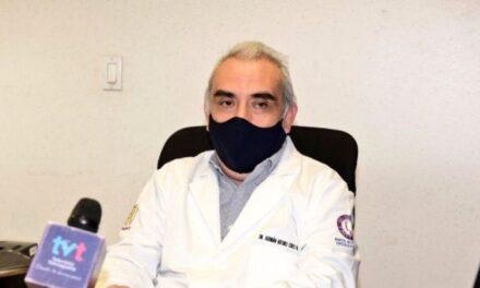 Por vacunarse antes, destituyen a director del hospital de la Mujer