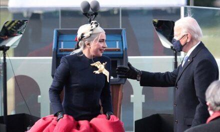 El significado detrás de la gran paloma que Lady Gaga llevó en su imponente vestido
