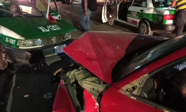 Fuerte accidente en la Colonia Vasconcelos en Xalapa