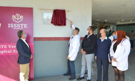 """Develan placa condecoración """"Miguel Hidalgo"""" en ISSSTE Xalapa"""