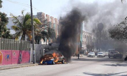 Se incendia vehículo en la avenida Díaz Mirón del puerto de Veracruz