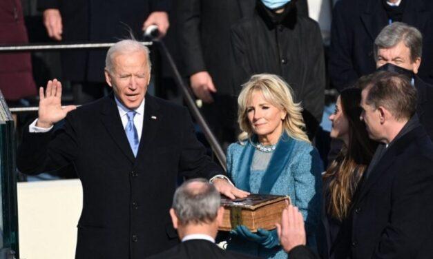 """""""La historia de EUA depende de todos""""; Biden jura como presidente llamando a la unidad"""