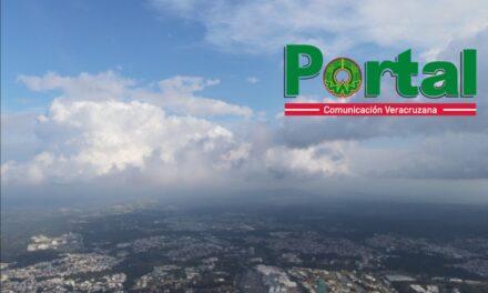 Sábado nublado a medio nublado c/nieblas, lloviznas o lluvias dispersas. En la costa, viento del Norte de 40-50 km/h, rachas 70-85 km/h, oleaje elevado. Temperatura diurna relativamente baja en el norte y con poco cambio en el centro y sur