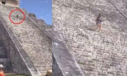 Video: Turista sube a esparcir cenizas de su marido a la pirámide en Chichén Itzá