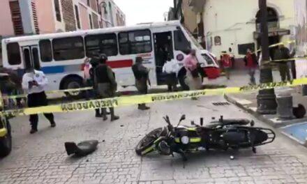 Motociclista lesionado por camión de pasajeros en el centro de Veracruz
