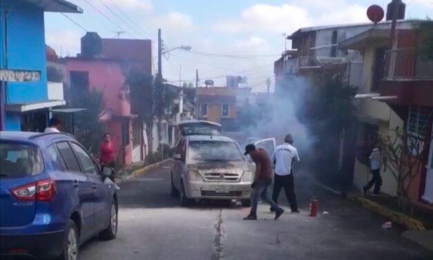 Se incendia vehículo en el fraccionamiento Vanguardia Revolucionaria en Xalapa