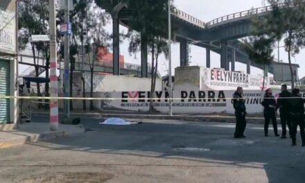 Pierde la vida mujer que circulaba en su motocicleta y cae del puente en la CDMX