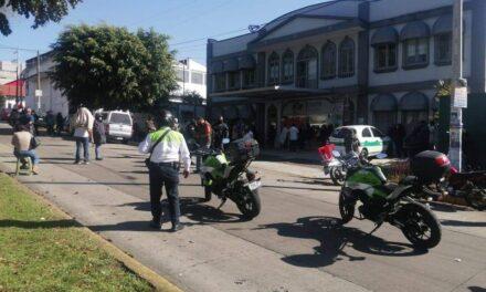 Derechohabientes se manifiestan y cierran la avenida Xalapa