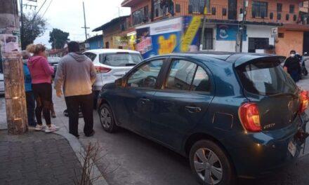 Se registra accidente de tránsito sobre calle Zaragoza en Coatepec