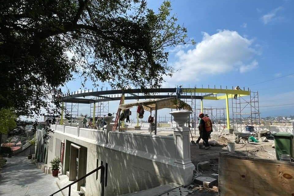 Se manifiestan ciudadanos, asociaciones y colegios de arquitectos por obra en el Parque Juárez de Xalapa de Xalapa.