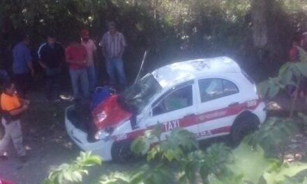 Pierde la vida taxista en la carretera Mariano Escobedo-La Perla