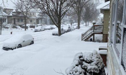 Fuerte nevada cubre calles de Chicago (Video y Fotos)
