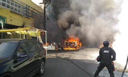"""Video: Una pipa de gas se incendió, cerca del """"Mercado Jamaica"""", en la CDMX"""