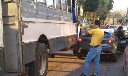 Accidente de tránsito sobre la avenida Xalapa, a la altura de Coppel