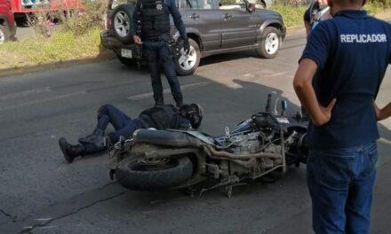 Motociclista de la Policía Municipal lesionado en accidente de tránsito en la avenida Américas