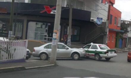 Accidente de tránsito sobre la avenida Gustavo Diaz Ordaz, Xalapa