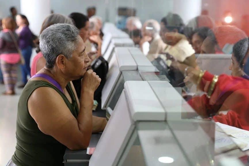 Adelantan 4 meses de becas, pensiones y programas sociales, confirma AMLO