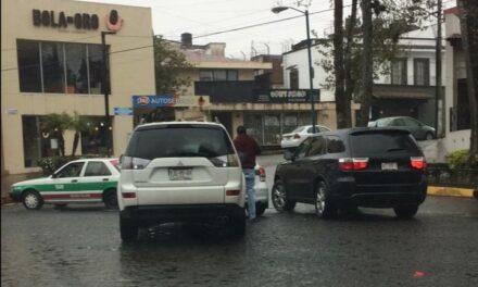 Accidente de tránsito sobre la avenida Manuel Avila Camacho, a la altura del Asadero Cien