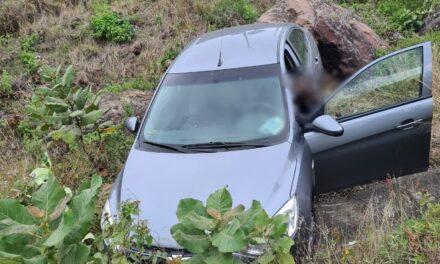 Se sale  automóvil en la carretera Puebla – Córdoba