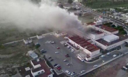 Desalojan pacientes COVID-19 de hospital en Ixmiquilpan, Hidalgo, tras incendio