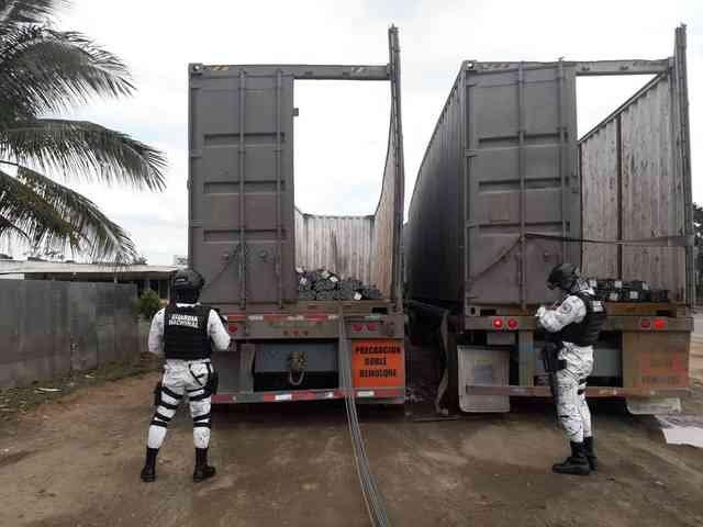 Detienen a 8 y recuperan camiones cargados con varillas en Agua Dulce