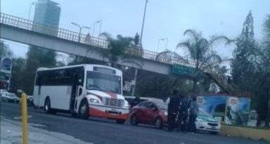 Accidente de tránsito sobre la avenida Lázaro Cárdenas, a la altura de Plaza Animas, Xalapa