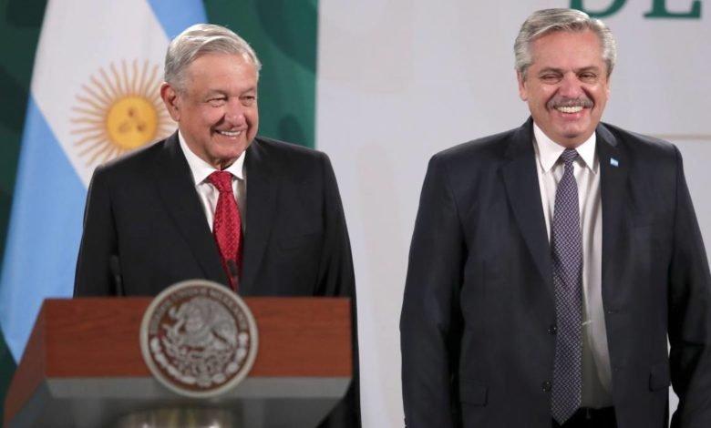 AMLO conmemora 200 años del Plan de Iguala acompañado por el presidente de Argentina