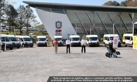 Gobierno del Estado de Veracruz entrega unidades adaptadas a 25 DIF municipales