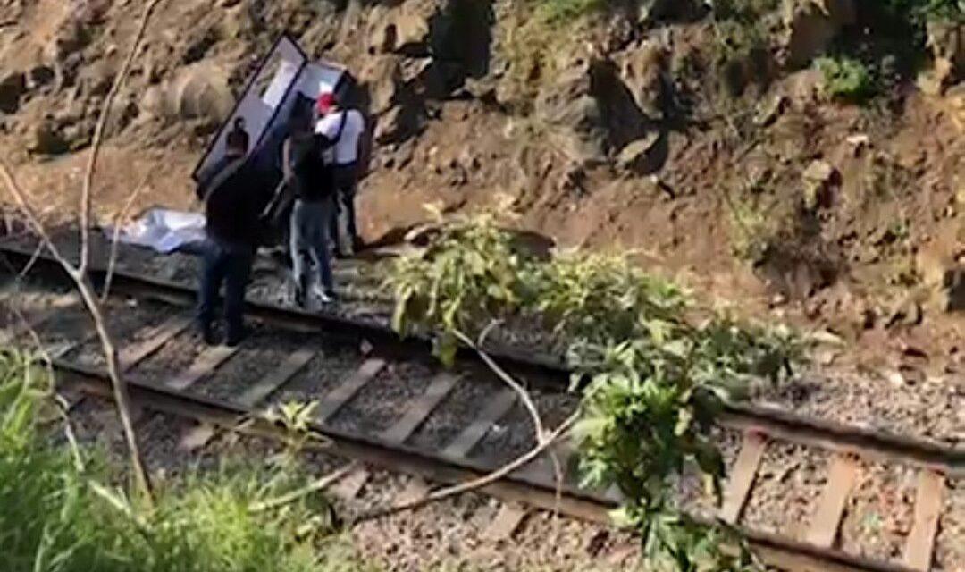 Localizan ataúd en la vía de la Colonia Rafael Lucio en Xalapa