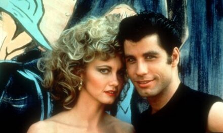 "John Travolta recreó un baile de ""Grease"" para el Super Bowl"