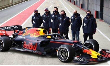 'Checo' está de estreno con auto de Red Bull