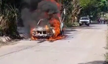 Se incendia camioneta en la carretera Coatepec-Tuzamapa