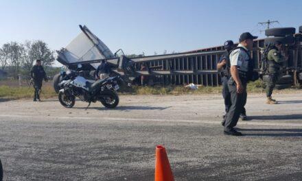 Video:Volcadura de Trailer sobre la carretera Xalapa – Veracruz, a la altura de La Academia de Policía