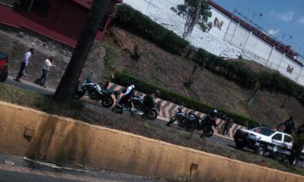 Motociclistas lesionados sobre la avenida Lázaro Cárdenas, a la altura de Plaza Animas
