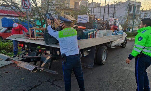 Tránsito del Estado retira 2 toneladas de basura de la vía pública en Xalapa.